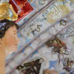widok z chórku na odrestaurowane polichromie sklepienia