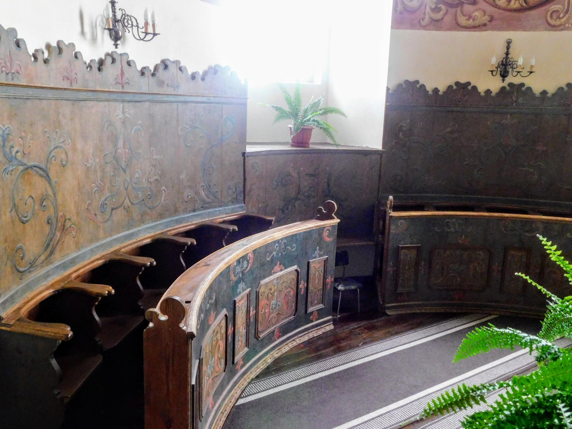 odnowione stele na chórku