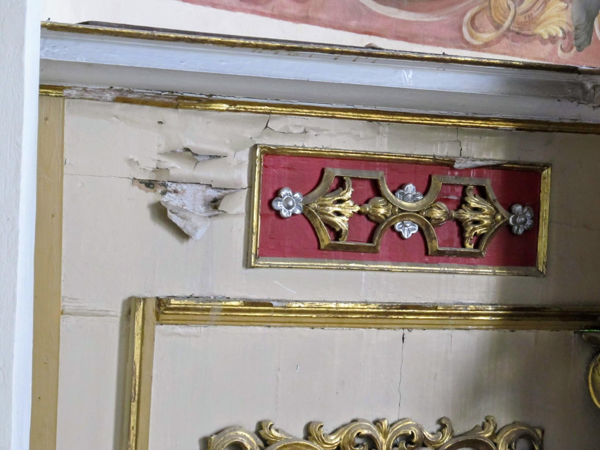 fragment ołtarza przed konserwacją