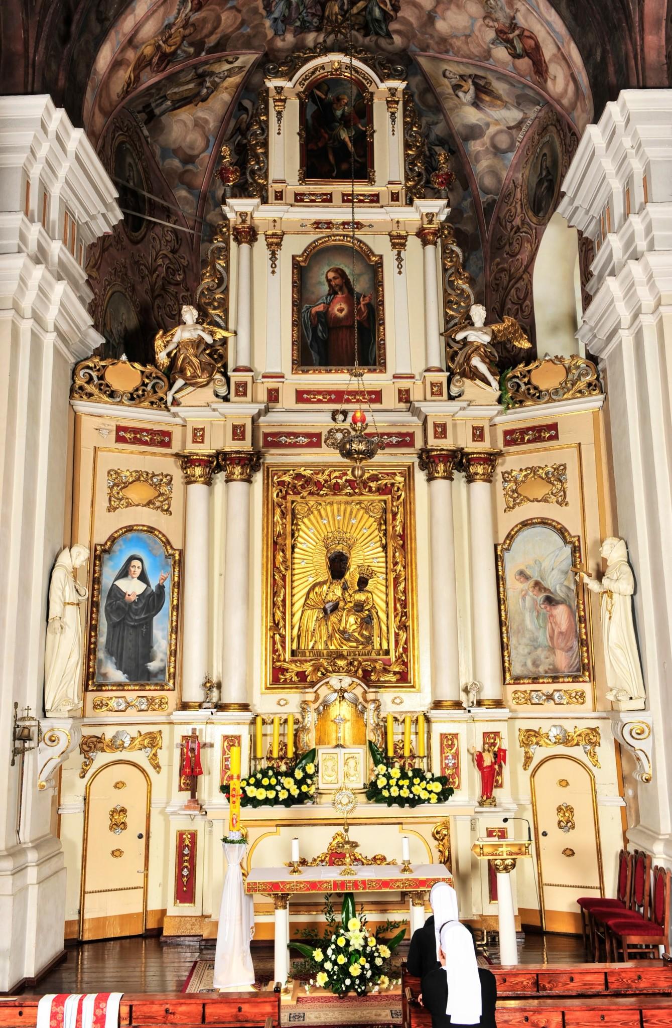 ołtarz główny przed konserwacją