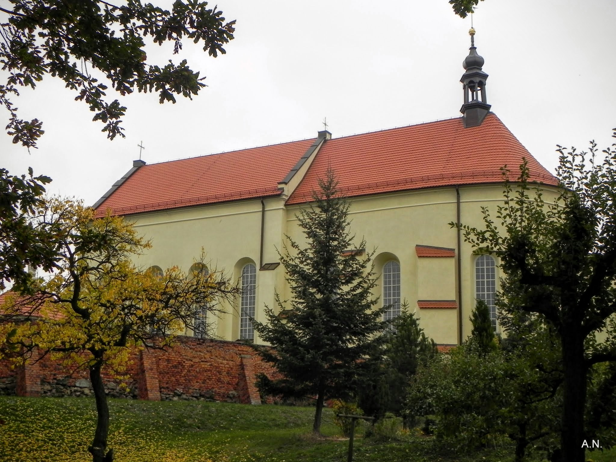kościół od strony ogrodu