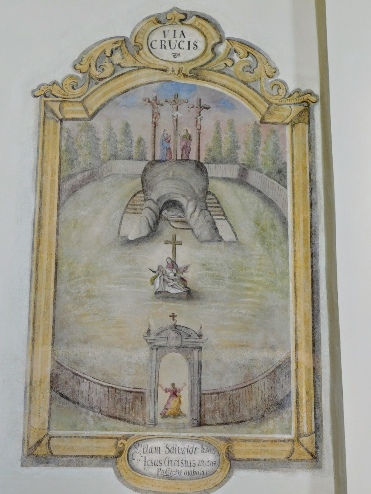 Odkryta i odrestaurowana Via Crucis na ścianach prezbiterium