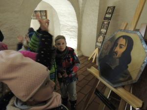 2018.03.12.- Kubusie w kryptach kościoła klasztornego (29)